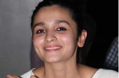 10 bollywood actresses who looks beautiful without makeup