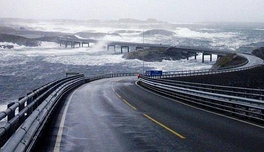 The Atlantic Ocean, Road in Norway